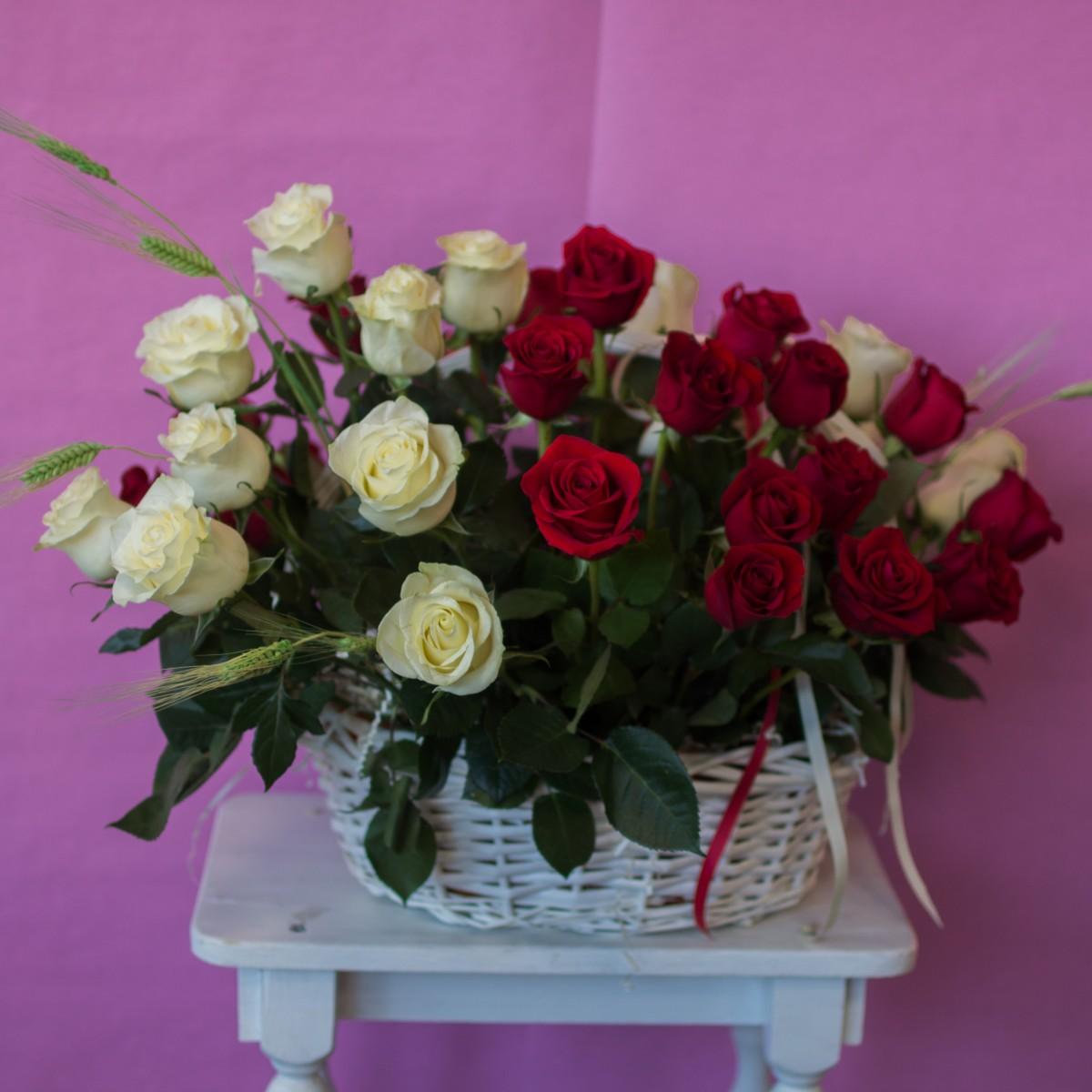 Корзина с цветами «Винная страсть»