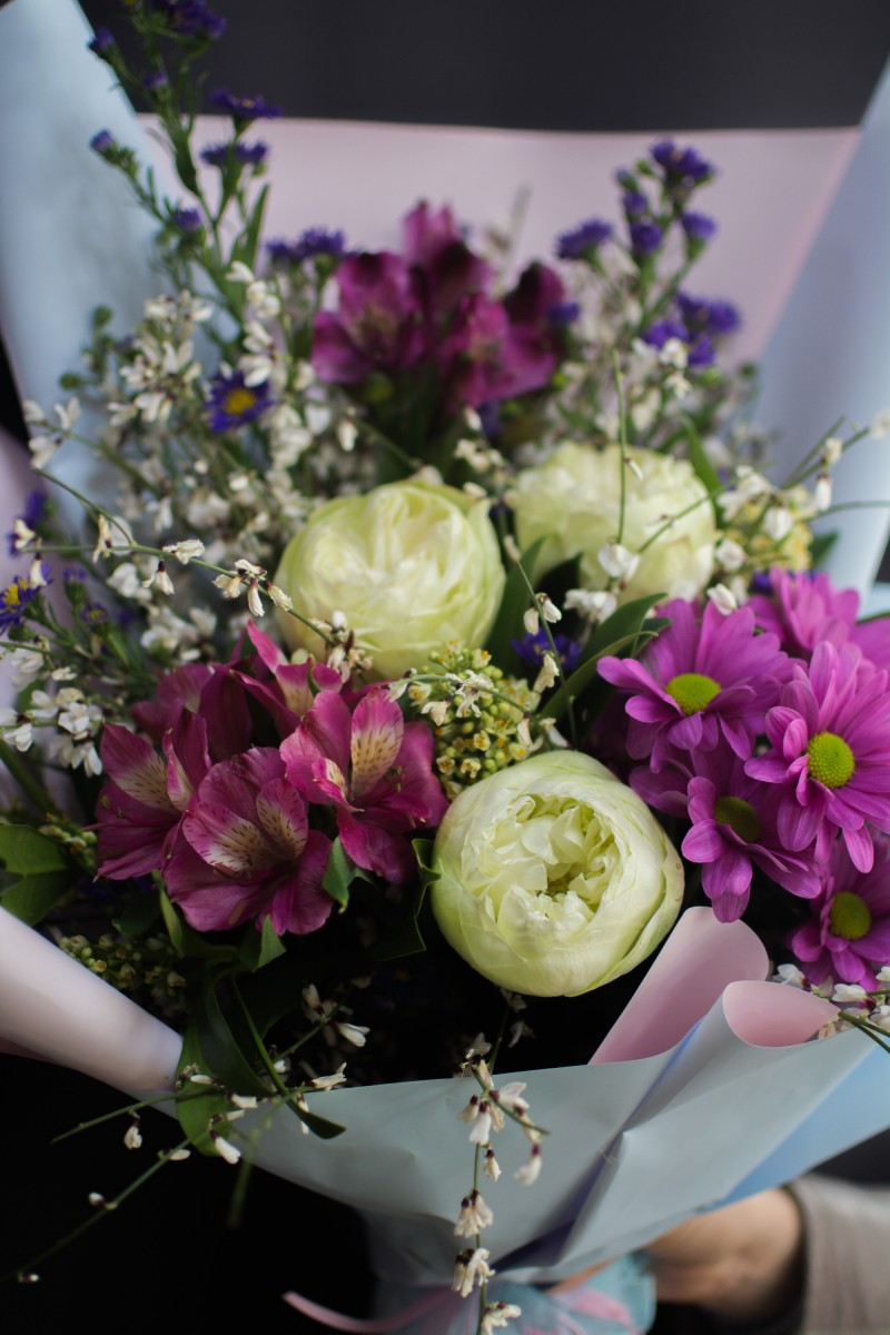 Букет с хризантемами «Таинственное послание»