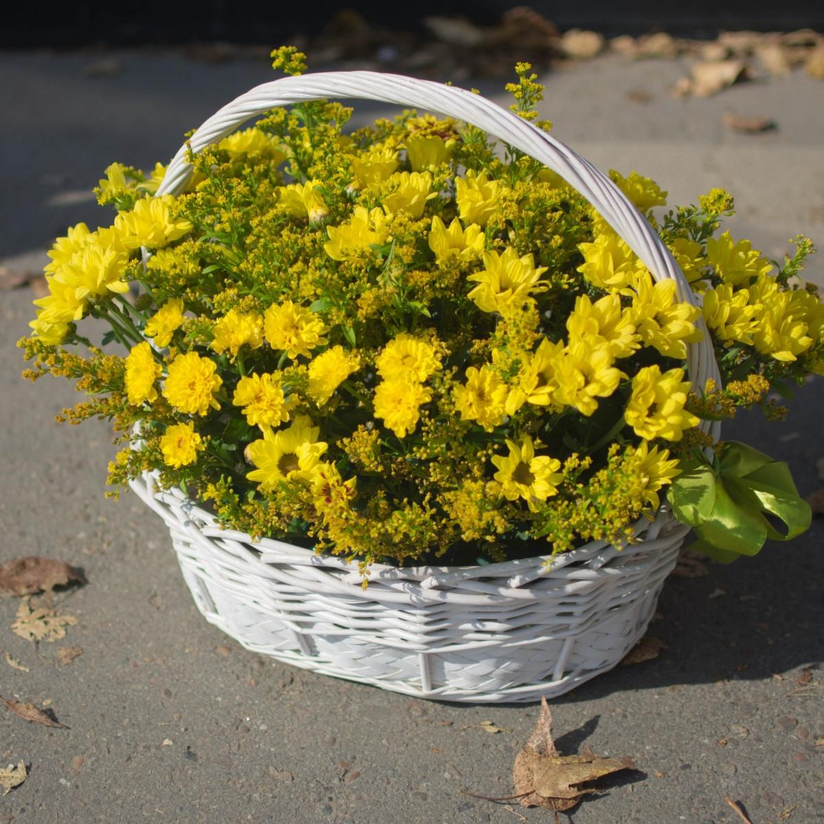 Корзина с цветами «Осень тут!»