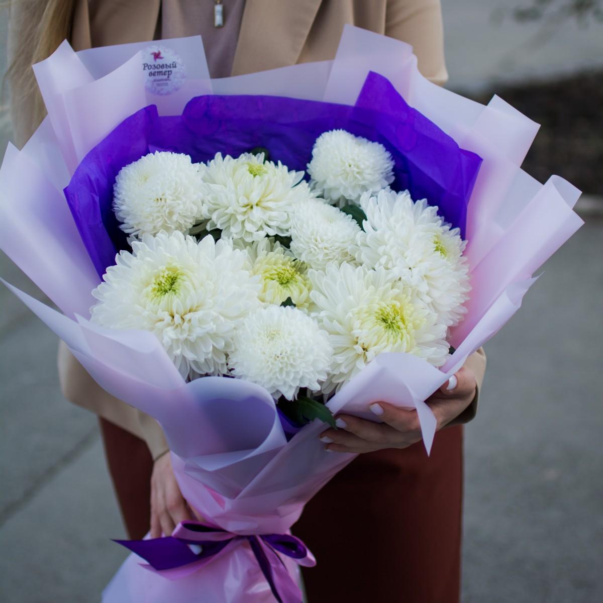 9 белоснежных хризантем