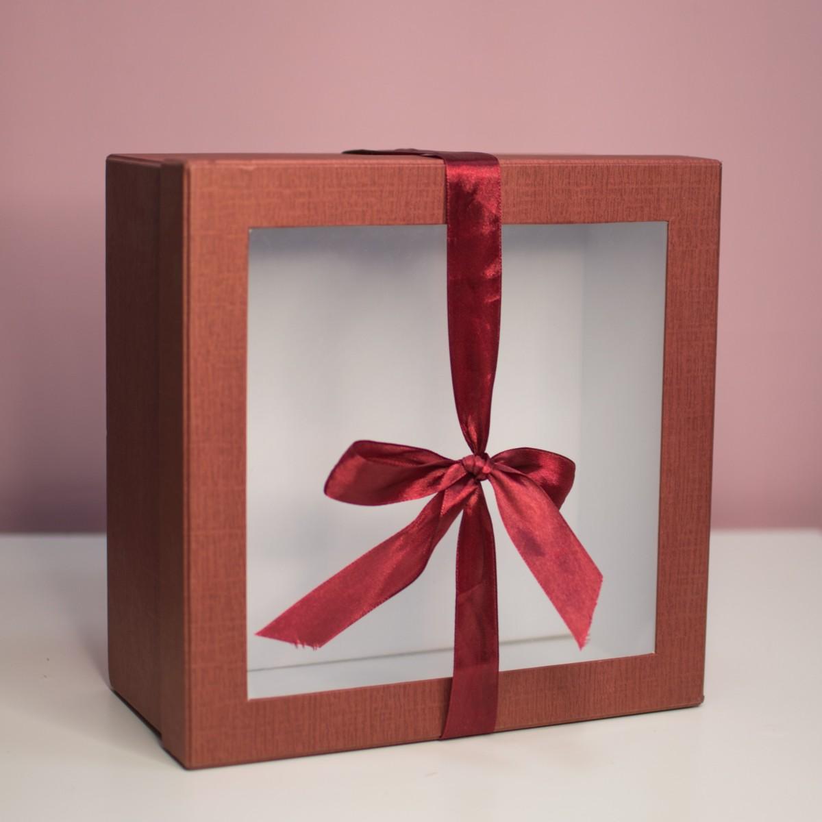 Красная подарочная коробочка