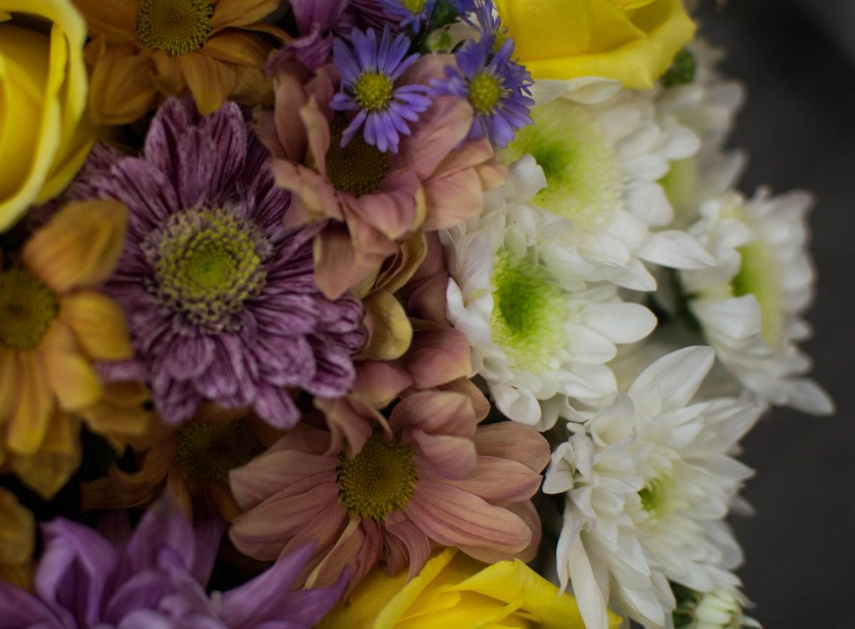Корзина с цветами «Прекрасный вечер»