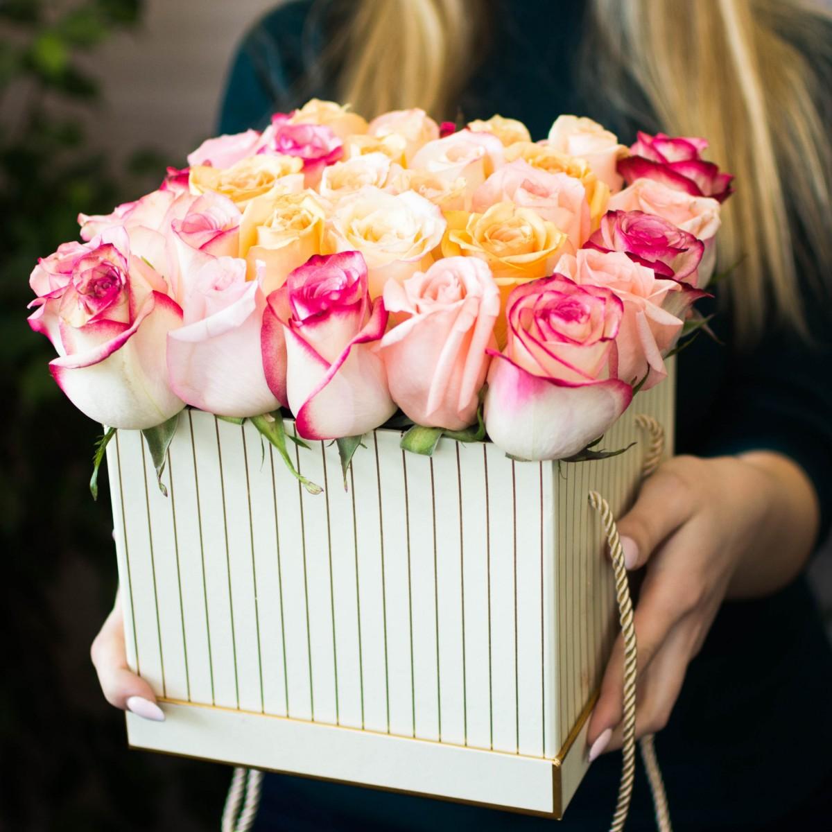 Цветы в коробке «Крем-брюле»
