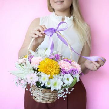 Корзина с цветами «Летняя свежесть»