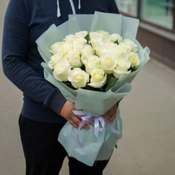 Белоснежные 25 роз 60 см